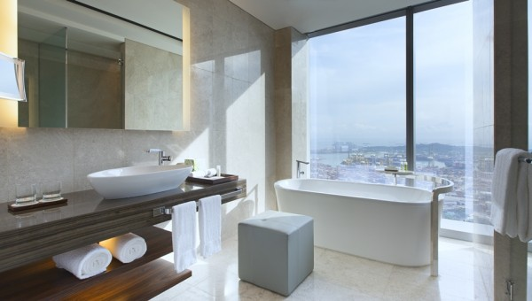 The Westin Singapore - Guest Bathroom With A View
