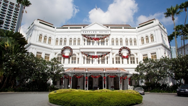 Raffles Singapore Facade with Christmas Decorations
