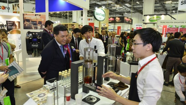 Cafe Asia 2015 - Guest of Honour, Mr Tan Kai Hoe, Chief Executive, SPRING Singapore touring the exhibitions