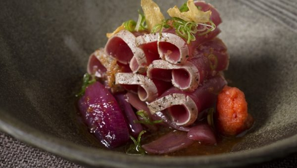ZUMA - Tuna tataki with red onions and ponzu