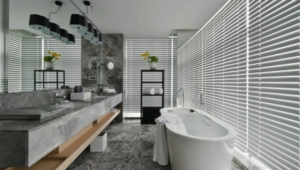 1806-Studio King bathroom