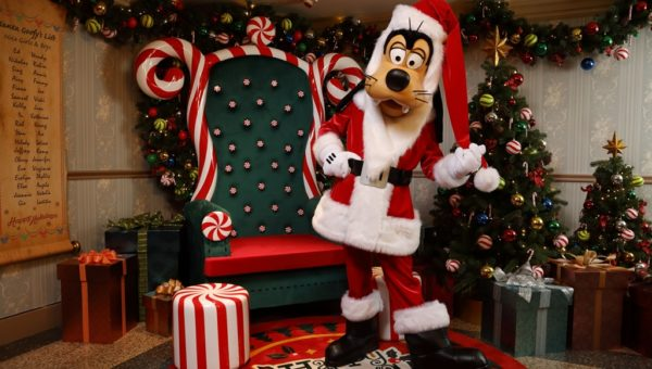 Make a Holiday Wish with Santa Goofy