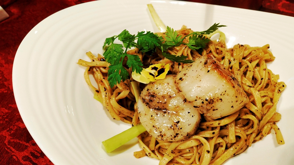 Truffle Ee Fu Noodles With Scallop