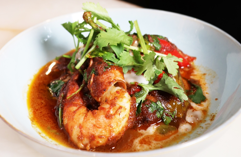 Red Curry of Prawns, Kaffir Lime Leaves and Coriander (HK318)