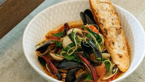 PS.Cafe ECP Lemongrass Mussel & Clam Spaghettini