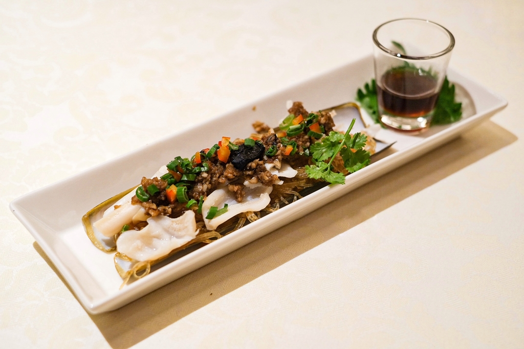 Bamboo Clam with Minced Garlic & Glass Noodles