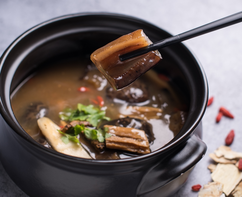 Braised Sea Cucumber with Mushroom in Chinese Herbs