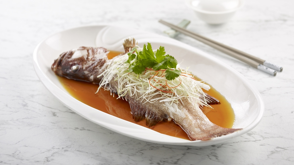 Steamed Live Marble Goby with Garlic and Beancurd Skin