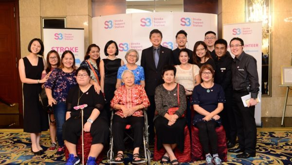Minister Ng Chee Meng & Ms Michelle Ng with S3 staff & stroke survivors