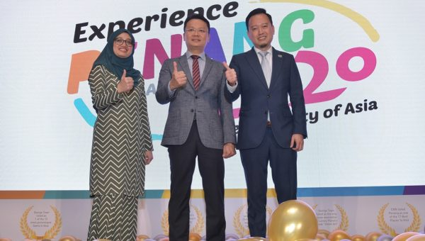 Mdm Ida Harlina Mohd Idris, Deputy Director for Tourism Malaysia Singapore Office, YB Yeoh Soon Hin, State Exco for Tourism, Arts, Culture & Heritage, Mr Ooi Chok Yan
